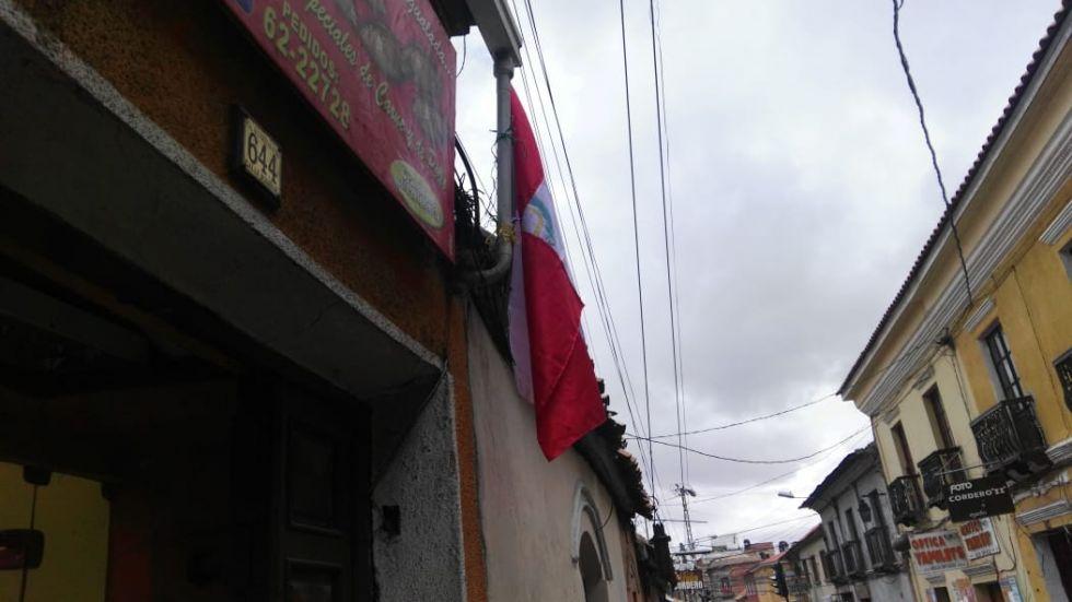Colocan banderas potosinas.