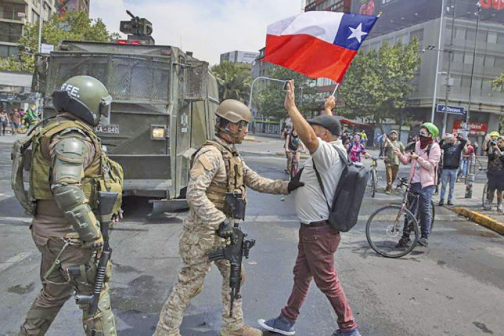 Hay toque de queda por los disturbios en Santiago de Chile
