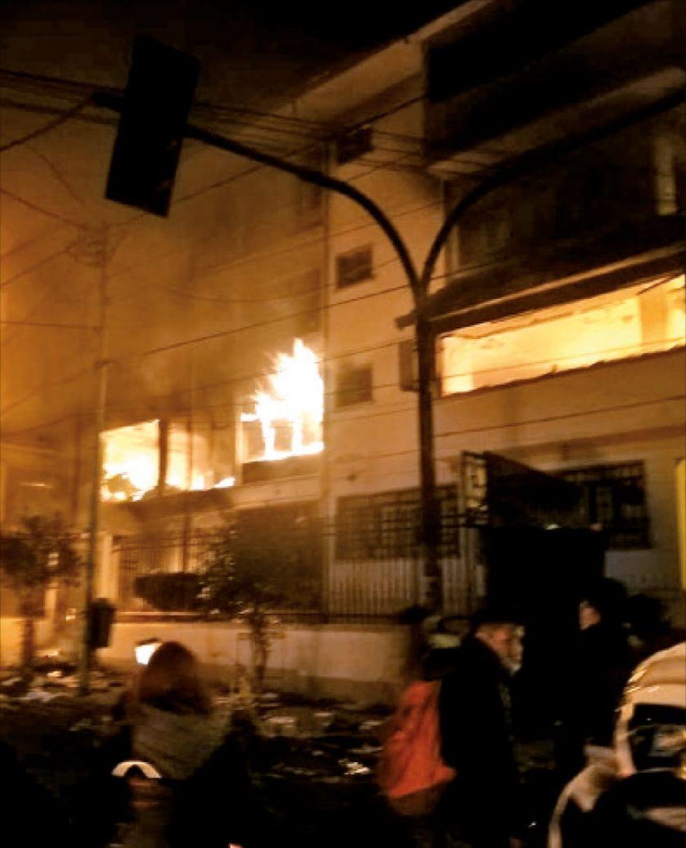 De esta forma comenzó a arder el edificio.