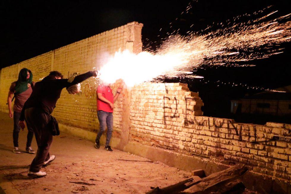 Seguidores de Evo se enfrentan a estudiantes en Cochabamba
