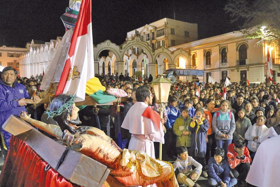 En masiva misa ante la Catedral convocan a la unidad