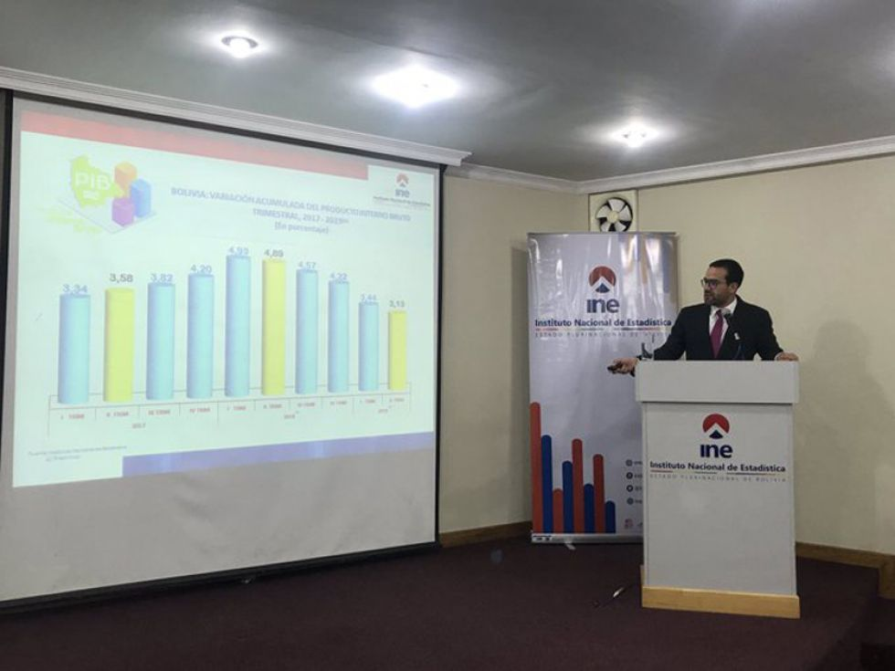 El director del Instituto Nacional de Estadística (INE), Santiago Farjat, en conferencia de prensa.