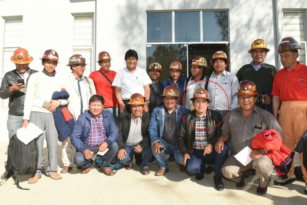 Una de las fotos de grupo que se tomó ayer, en Cochabamba. Las de la reunión están en la parte inferior de esta página. Copa es el que está diferenciado con el círculo.