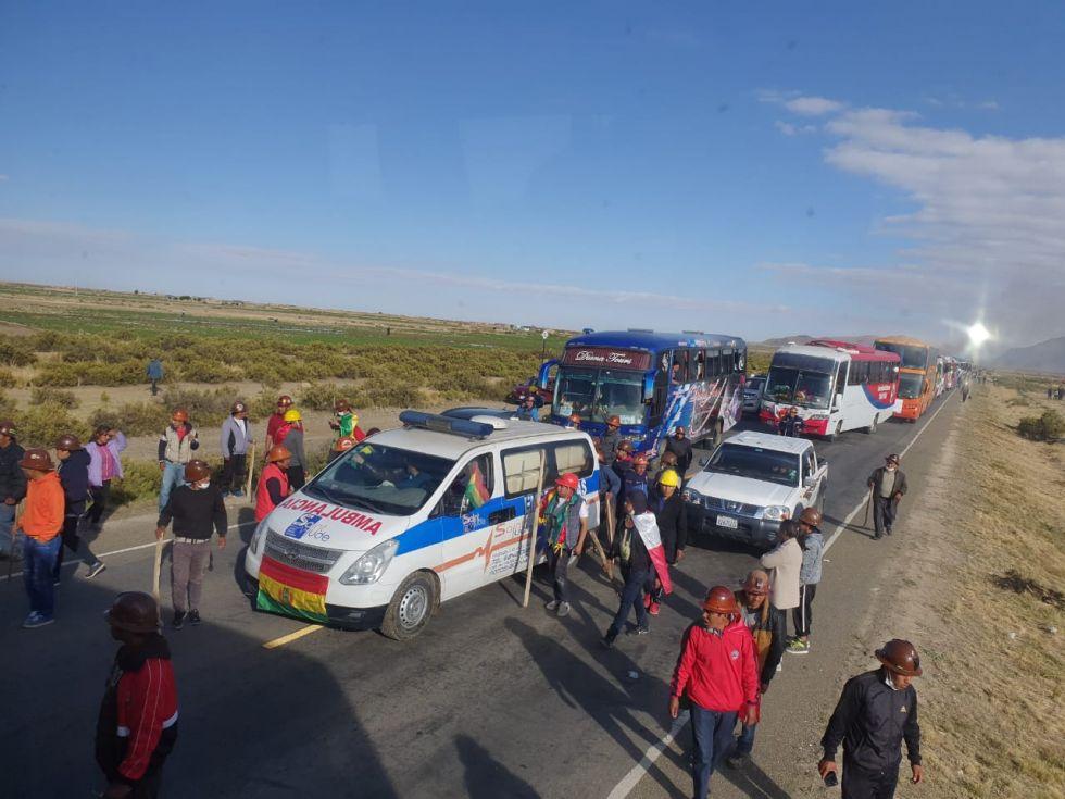 URGENTE: Una caravana fue atacada y hay tres heridos de bala