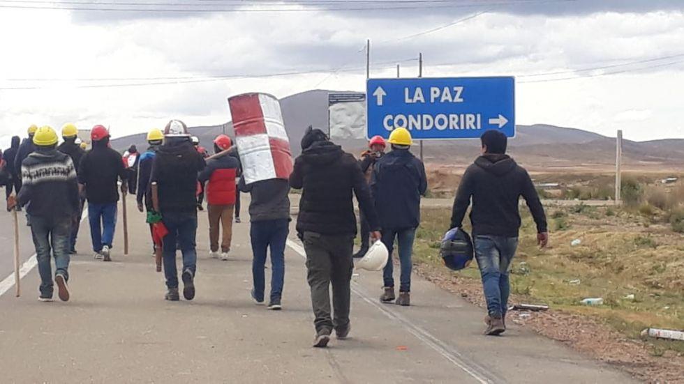 Caravana potosina logra pasar el enfrentamiento en Caracollo
