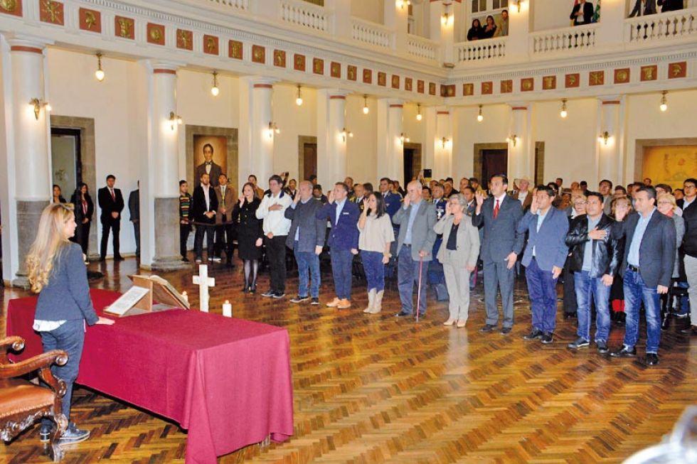 La presidenta Jeanine Añez posesionó a dos mujeres y nueve hombres que asumen los cargos ministeriales.