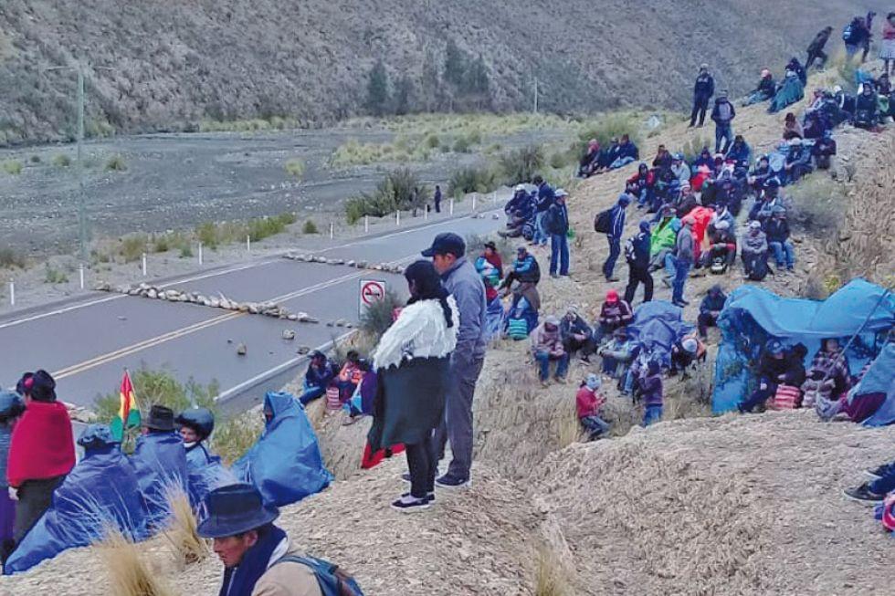Existen cuatro puntos de bloqueo campesino en caminos potosinos