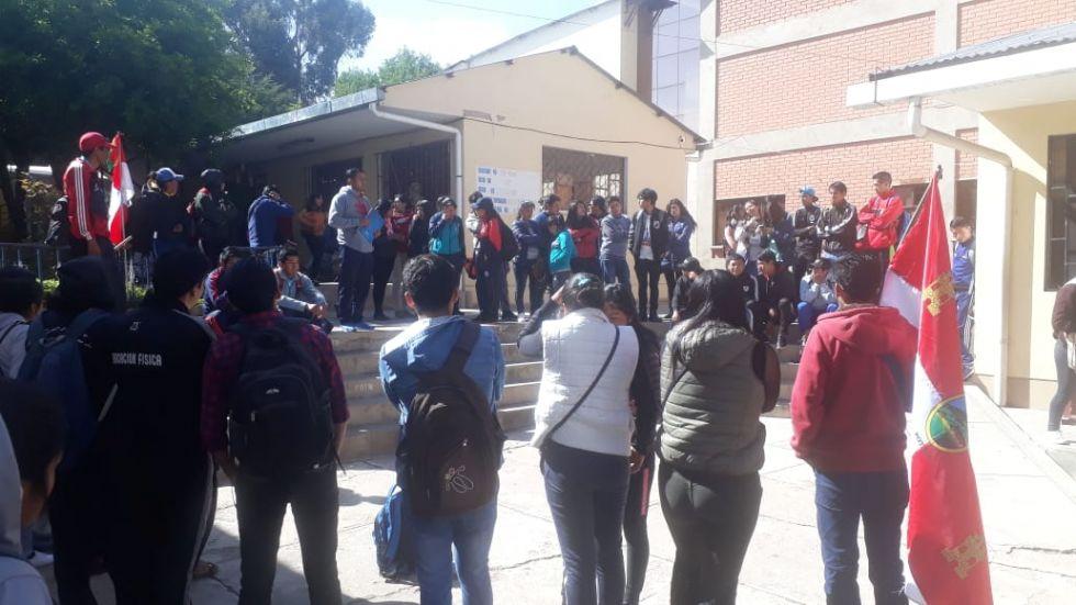 Este es el panorama en la escuela de maestros la mañana de este viernes.