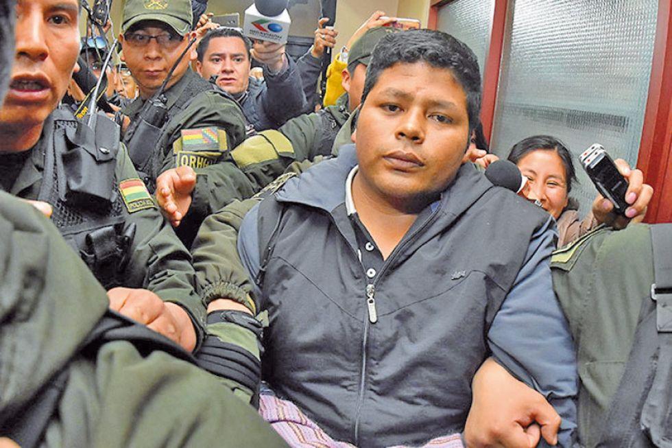 Franclin Gutiérrez deja la cárcel y le entrega una maqueta a su hija