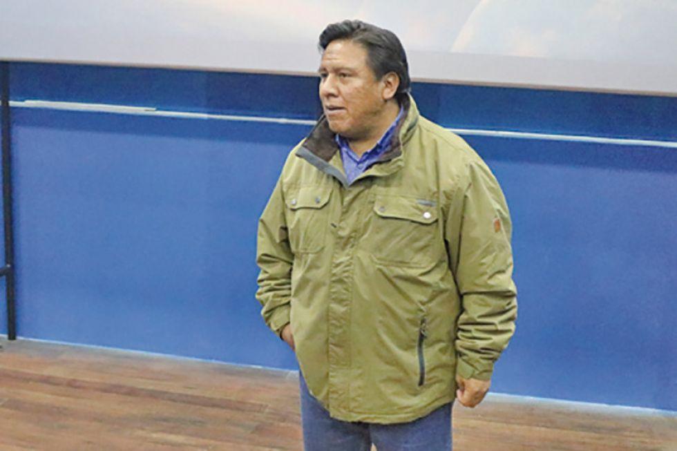 Alcalde regulariza su renuncia y espera una solución a la crisis
