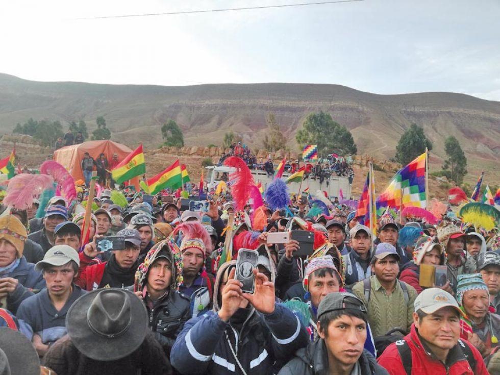 Las personas del área dispersa llegaron en camiones a La Puerta.