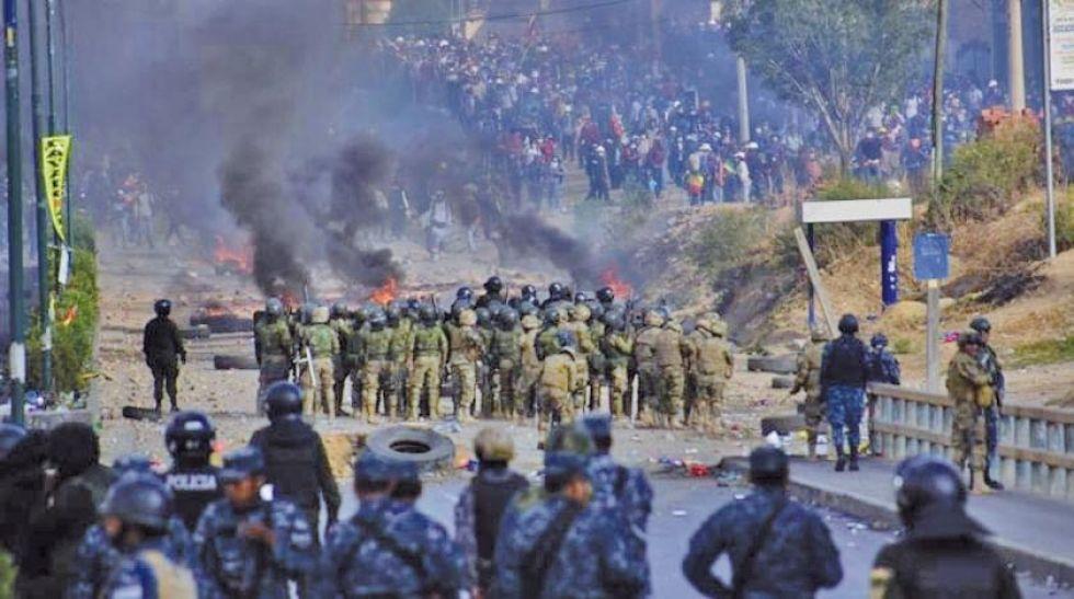 Una multitudinaria marcha de cocaleros del trópico pretendía ingresar hasta la ciudad de Cochabamba.