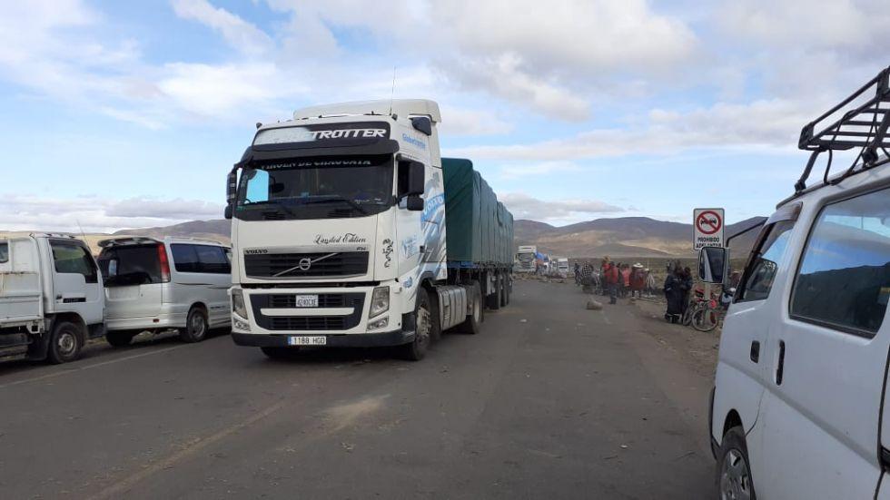 Una veintena de camiones estaban varados.