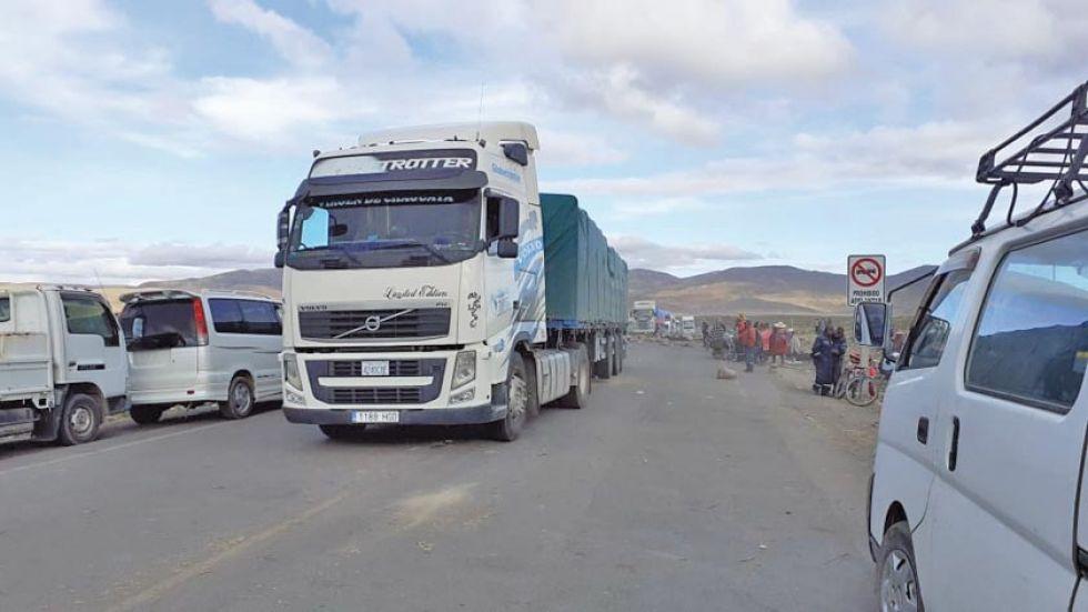 El tráfico en el camino Potosí - Oruro se normalizó esta madrugada.