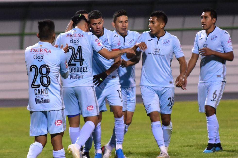 Los jugadores de Bolívar celebran la victoria.