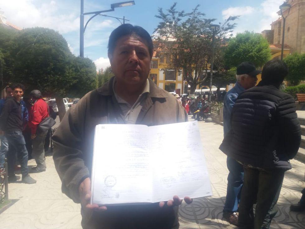 Los dirigentes de Puna brindaron información en la Plaza 10 de Noviembre
