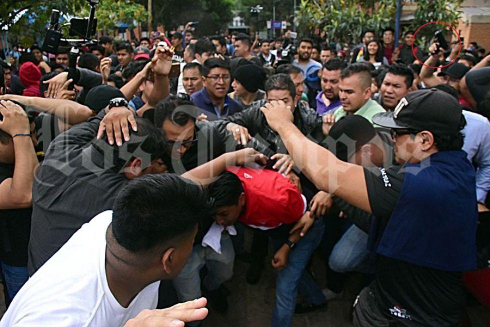 Hombre portaba un arma durante la visita de Pumari a la UMSS