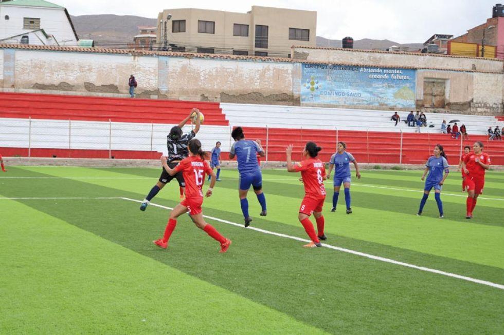 """El partido se jugó ayer en el estadio """"Potosí""""."""