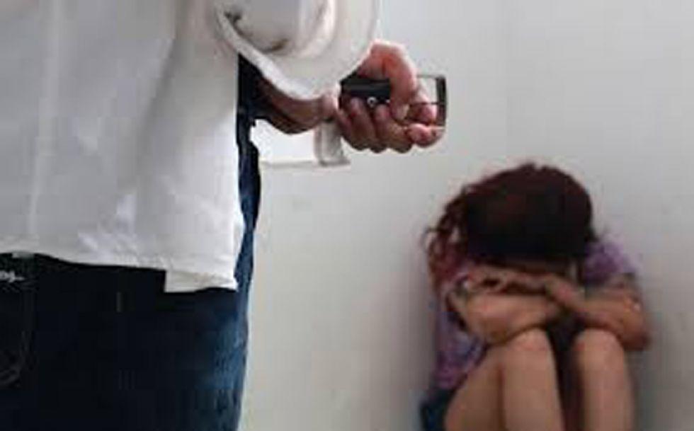 Un albañil está acusado de violar a una profesora