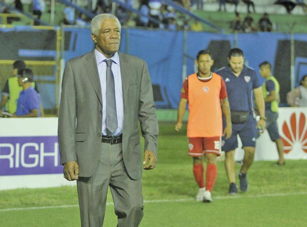 Dirigentes de Royal Pari alejan a cuatro jugadores