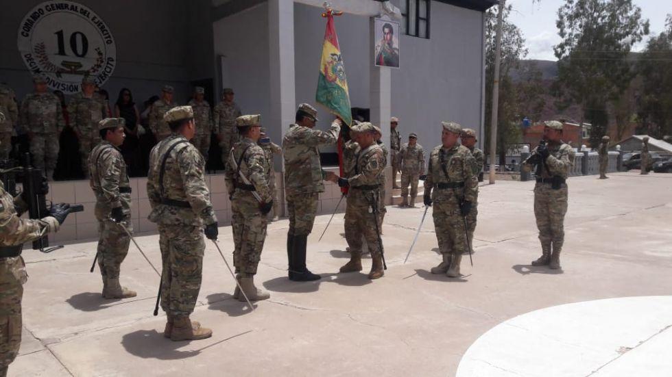 El RI 3 recibe la Bandera de la Décima División del Ejército