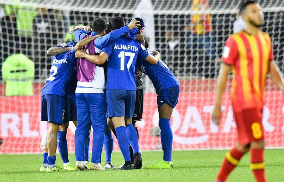 Los jugadores árabes celebran la victoria.