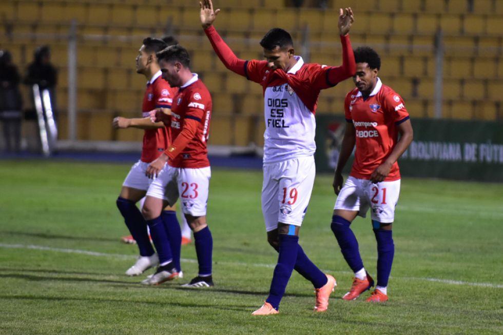 Gilbert Álvarez festeja el segundo gol de la visita.