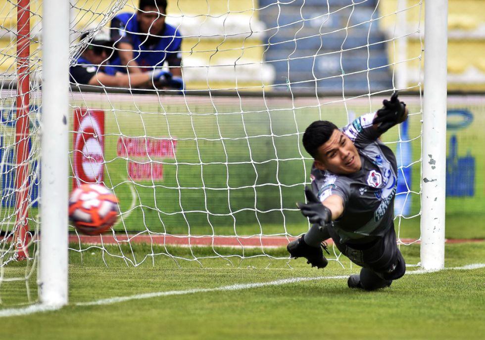 El meta Javier Rojas es vencido desde los 12 pasos.
