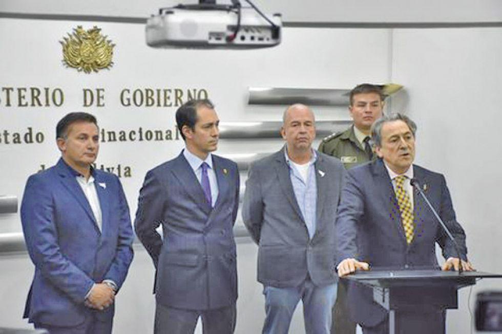 Acuerdan investigar financiamiento de Evo a partidos españoles