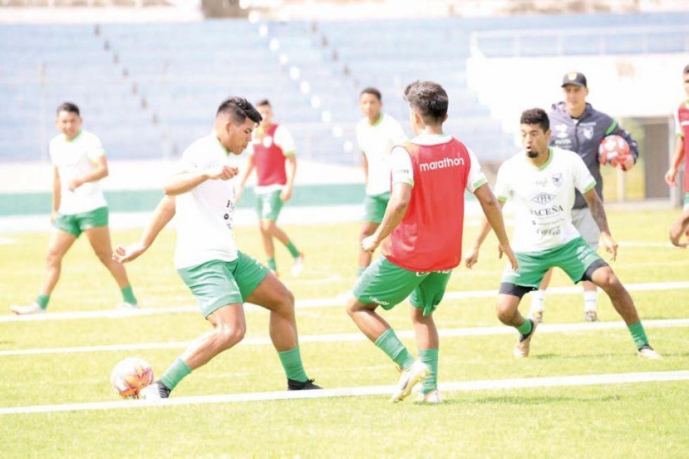 Los jugadores durante su entrenamiento.
