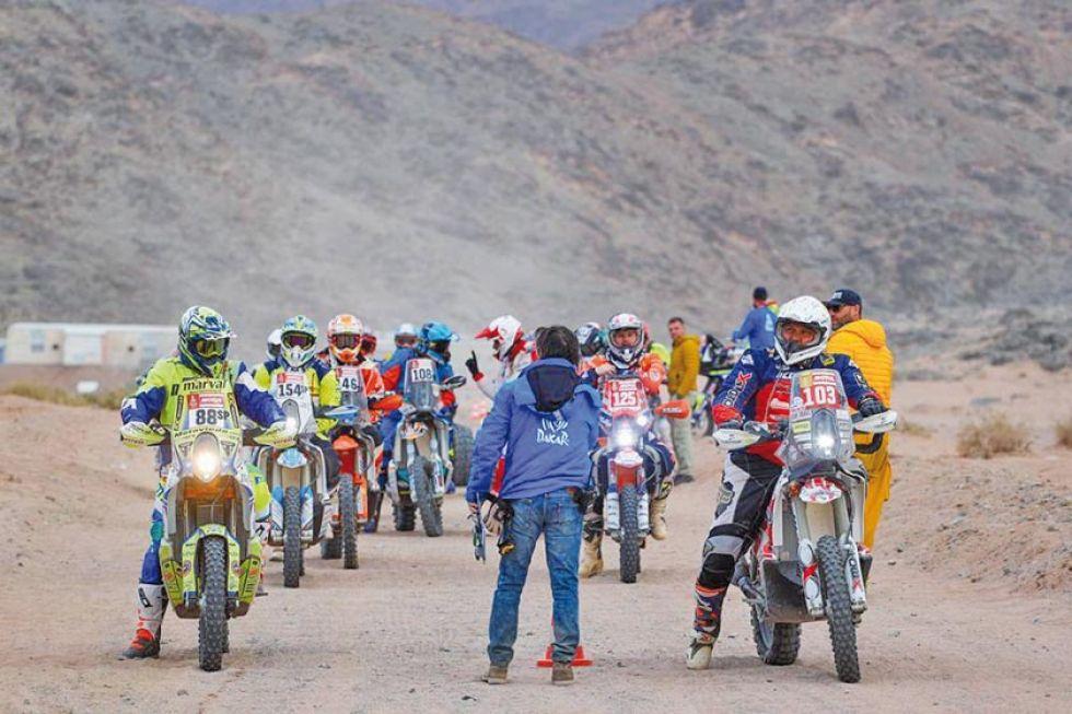 Los motociclistas al momento de la partida.