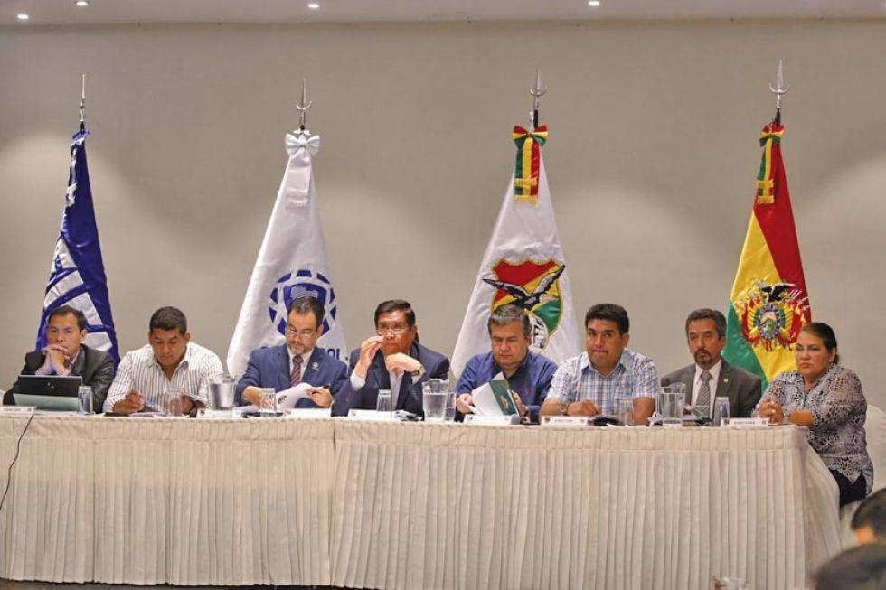 Ocho clubes se presentaron a la reunión de Consejo Superior.