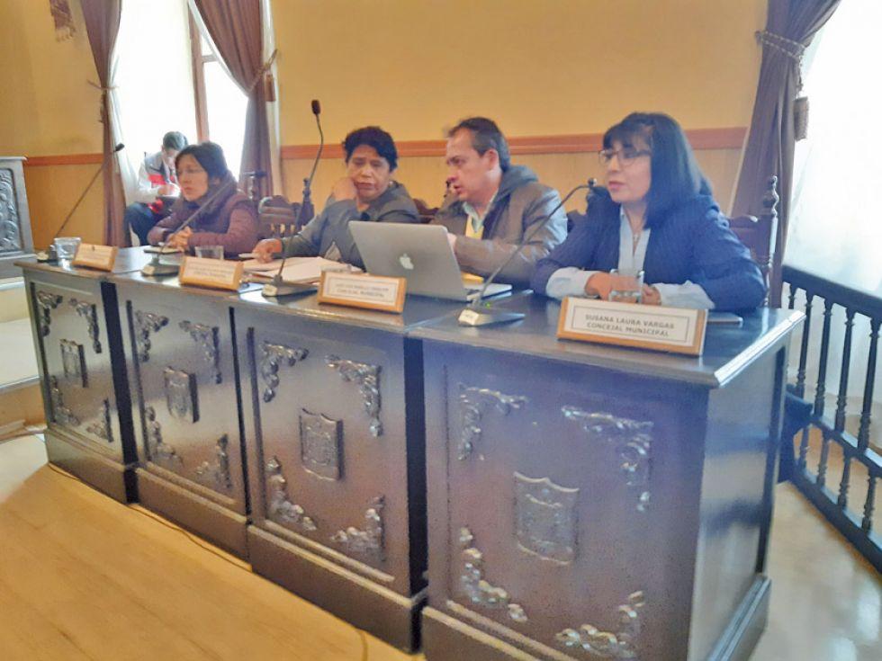 PRESIDENTE José Luis Murillo (el único varón de la foto) fue elegido nuevo presidente del Concejo Municipal.