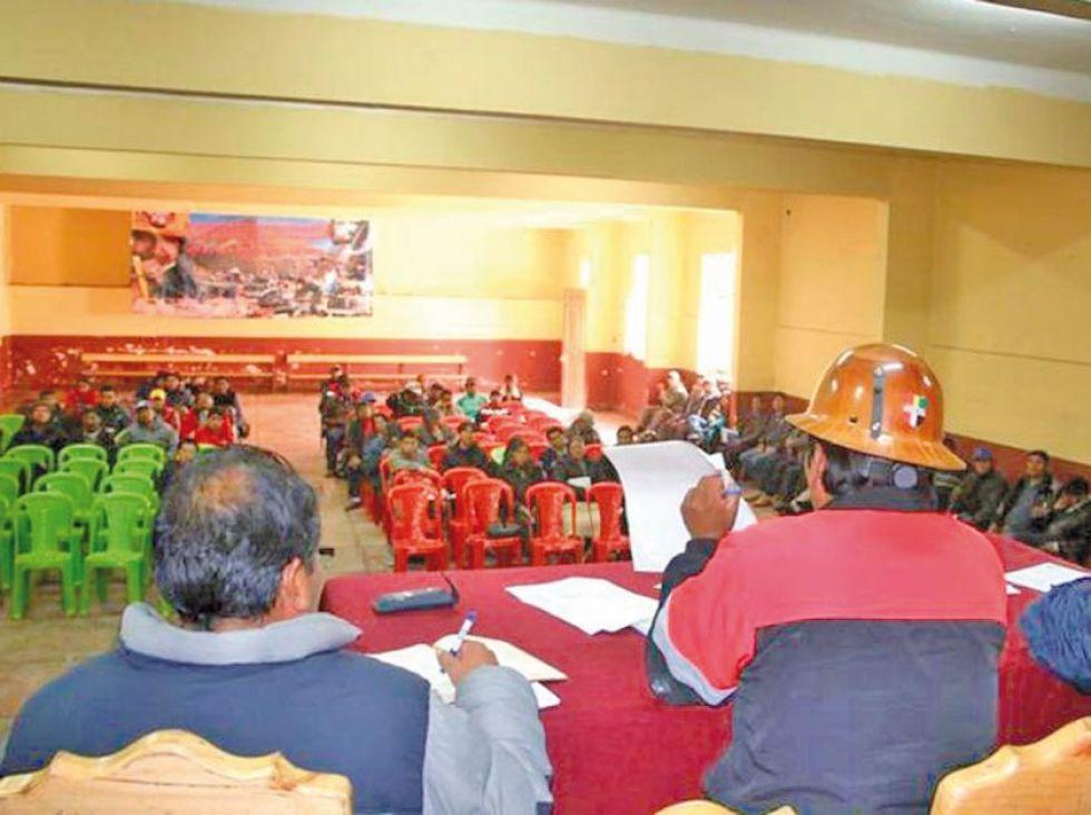 Un ampliado de los trabajadores sindicalizados de Potosí.