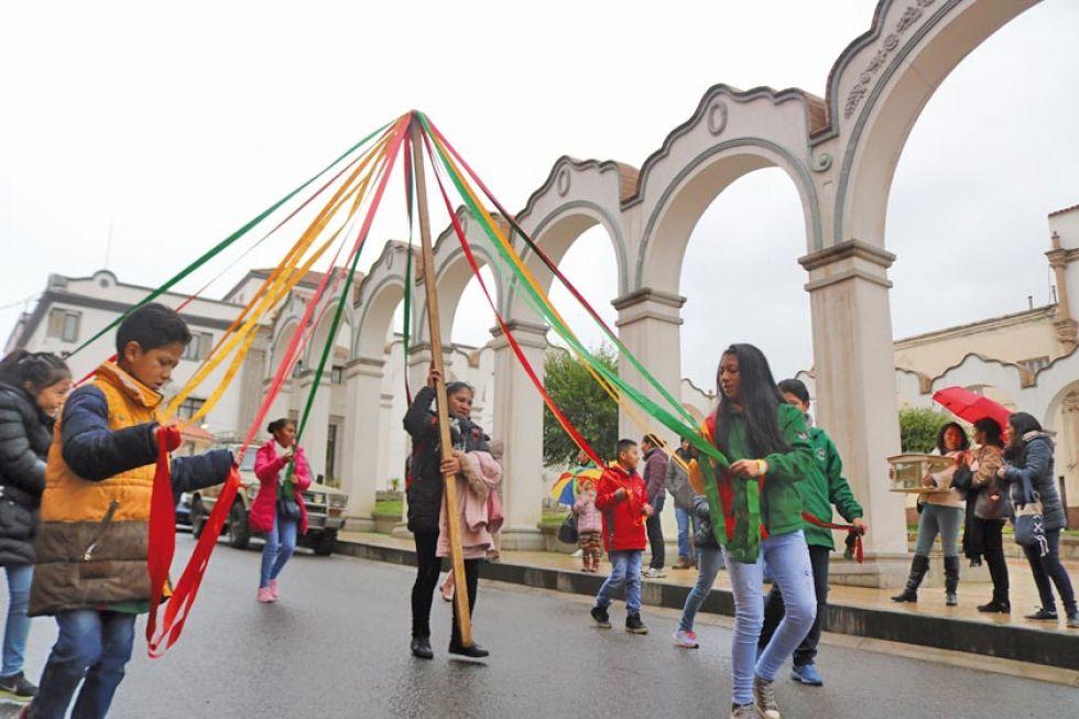 El trenzado fue una de las demostraciones de los danzarines.