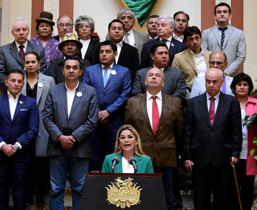 """Presidenta Áñez anuncia """"mano dura"""", conciliación y modernidad"""