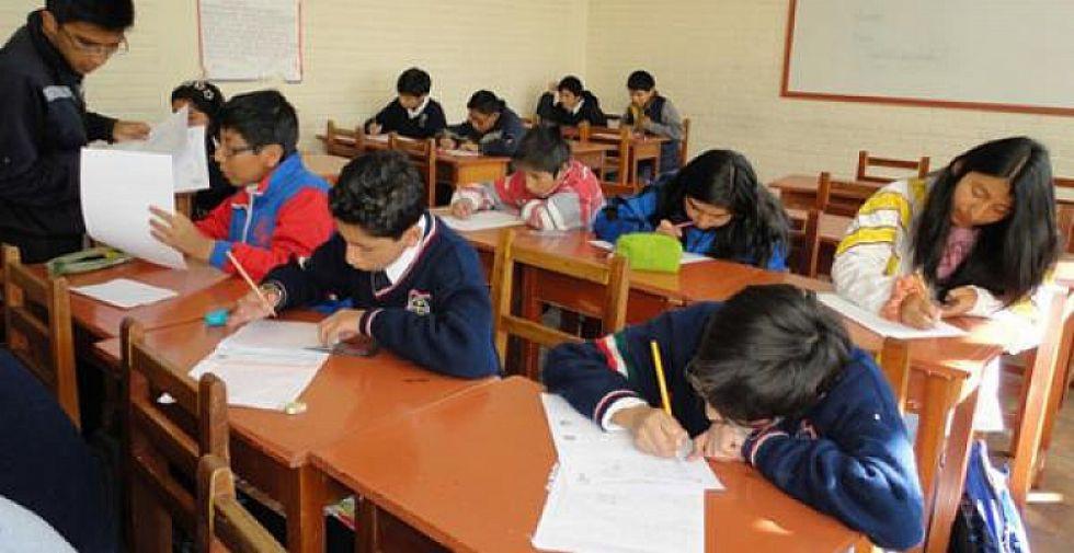 Gobierno y maestros urbanos firman acuerdo que garantiza el inicio de labores educativas
