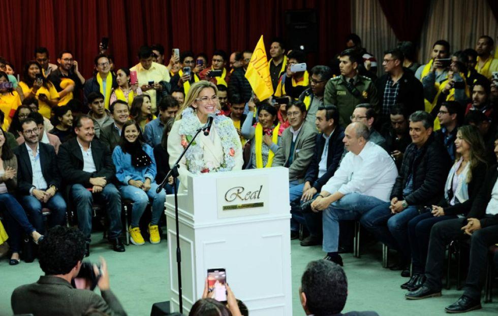 """Áñez determina ser candidata y presenta su alianza """"Juntos"""""""