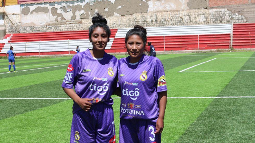 Las goleadoras Shirley Córdova y María Salinas.
