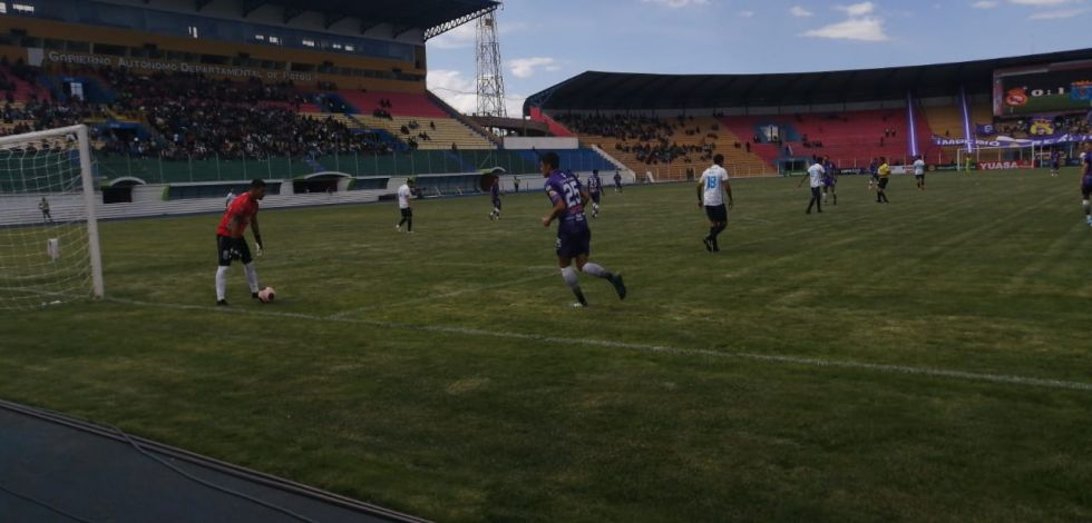 Real Potosí juega en el Víctor Agustín Ugarte.