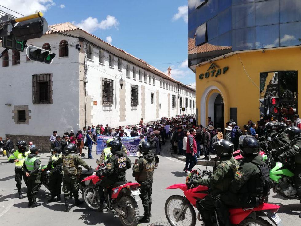 Policía evita enfrentamiento entre comunarios
