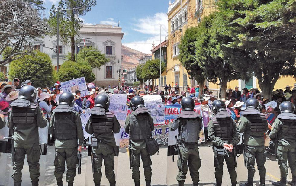 La Policía evita posible pelea de comunarios