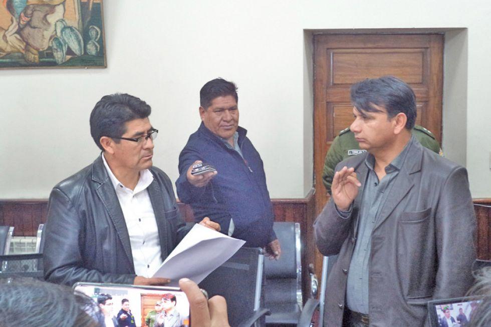 El gobernador Omar Veliz posesiona a Fernando Bejarano como director del Sedes.