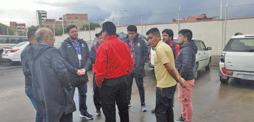 Dirigentes de Nacional en una reunión con la Conmebol.