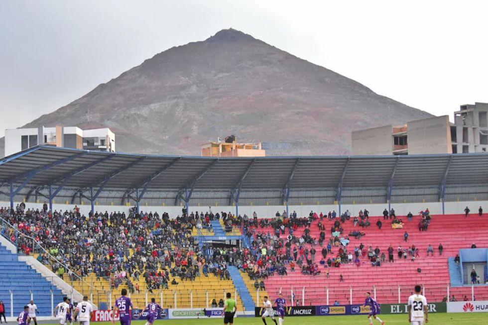 Vista general del público que asistió al estadio.