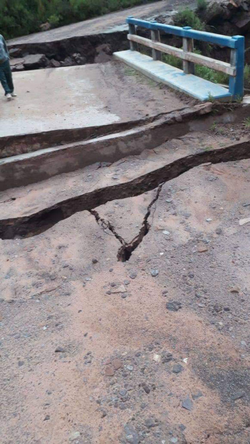 Las fuertes lluvias causaron derrumbes en el acceso a Maragua. FOTO JULIO LOREDO
