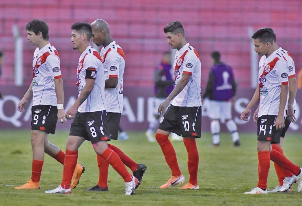 Los jugadores de la banda roja tras la derrota en la Copa Sudamericana.