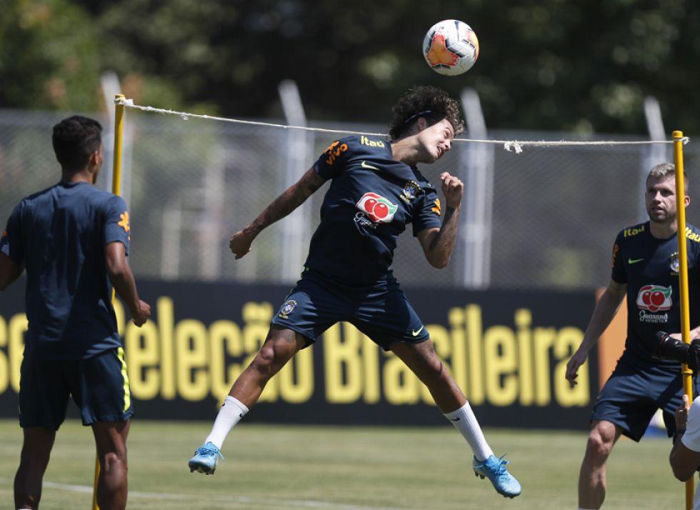 El plantel brasileño está obligado a ganar su quiere pasar de fase.