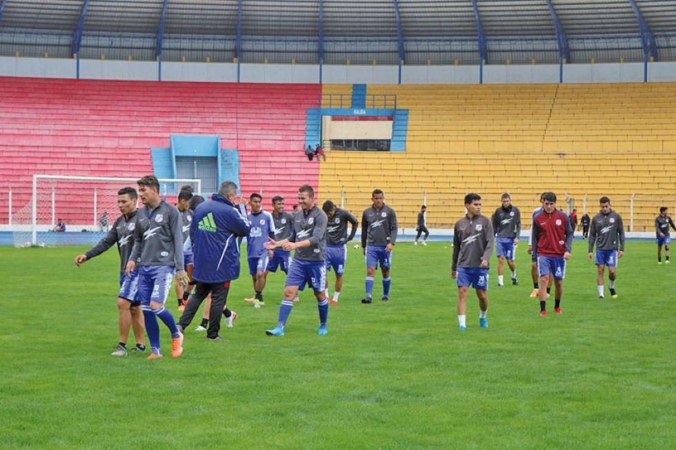 El técnico Campos se enfoca en las jugadas a pelota detenida en Nacional Potosí
