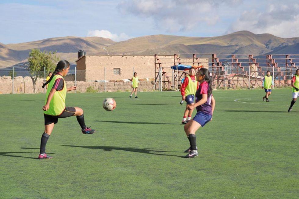 La selección potosina de damas durante su ensayo de fútbol.